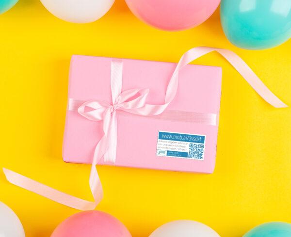Tolle Geschenkidee - mit QR-Code Aufklebern Geschenke mit eigenen Fotos, Videos und mehr verbinden.