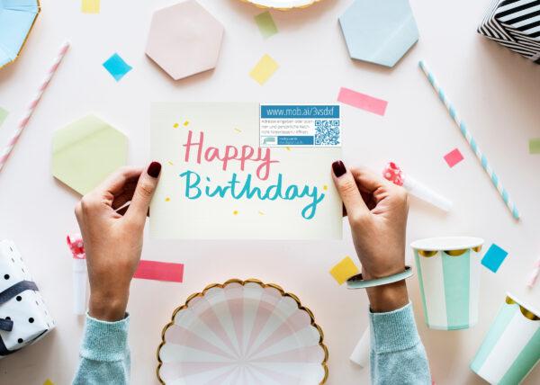 Tolle Geschenkidee - mit QR-Code Aufklebern Grußkarten mit eigenen Fotos, Videos und mehr verbinden.